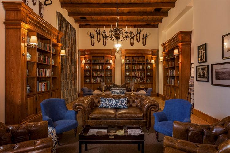 Library - Drostdy Hotel - Graaff-Reinet