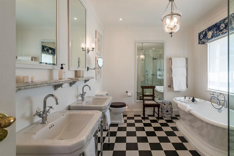 Bathroom - Drostdy Hotel - Graaff-Reinet