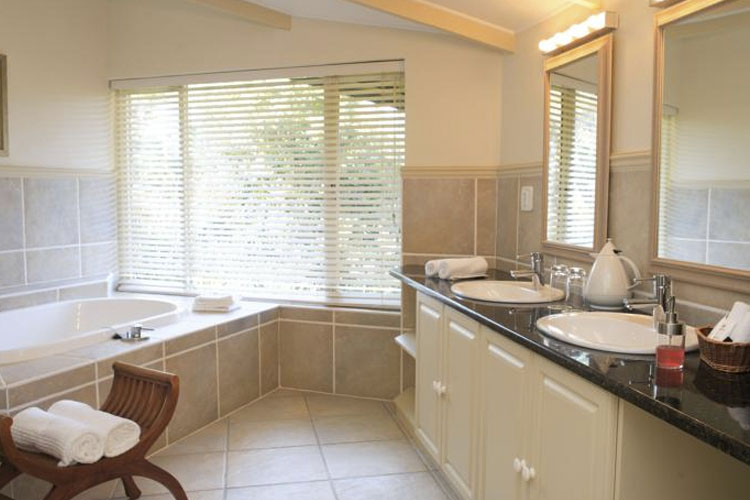 Bathroom - The Fernery Lodge & Chalets - Storms River