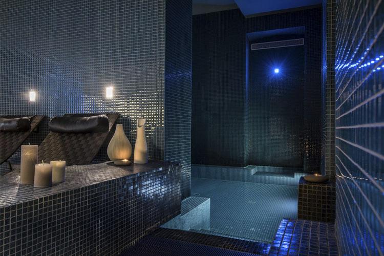 hotel c2 ein boutiquehotel in marseille. Black Bedroom Furniture Sets. Home Design Ideas