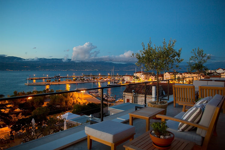 Hotel osam ein boutiquehotel in brac for Small great hotels
