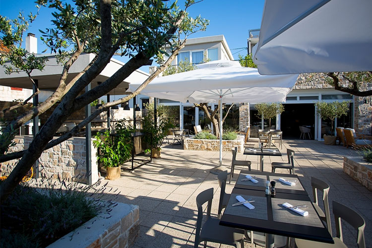 Restaurant Otok - Hotel Osam - Supetar