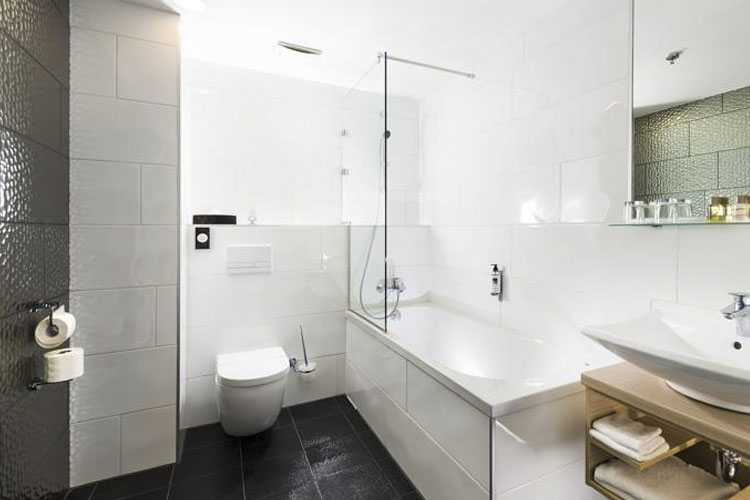 Bathroom - Bo33 Hotel Family & Suites - Budapest