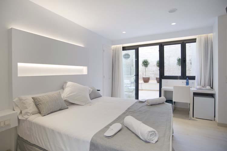 Double Superior with Patio Room 1 - Sindic Hotel - Mahón