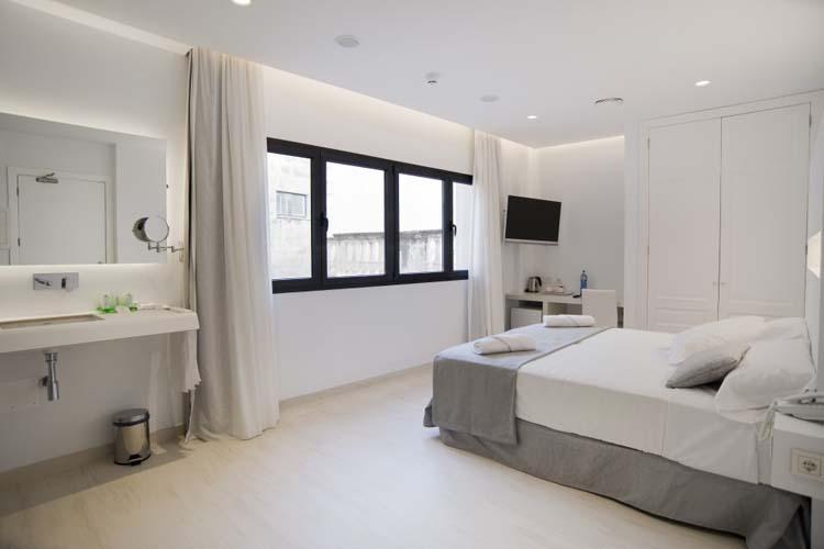 Double Superior Room 3 - Sindic Hotel - Mahón