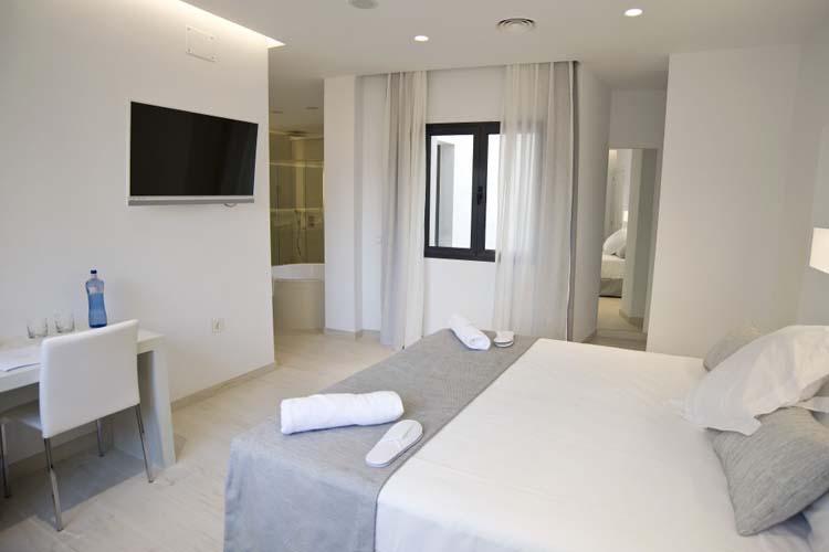 Double Deluxe Room 7 - Sindic Hotel - Mahón