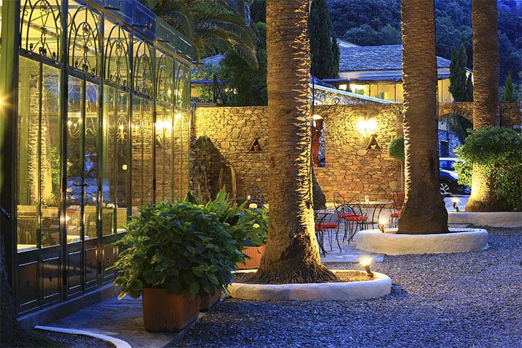 Exterior Dining Room - Hôtel Demeure Castel Brando - Erbalunga
