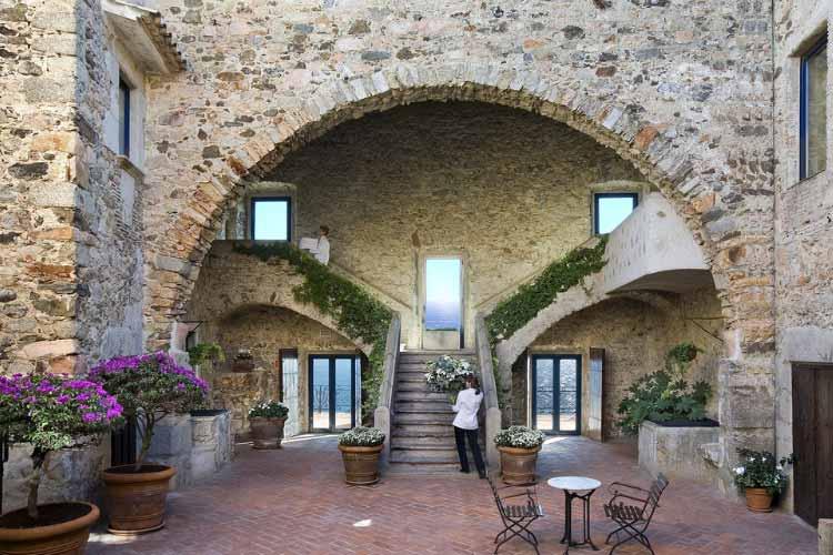 Courtyard - Hotel El Far - Costa Brava