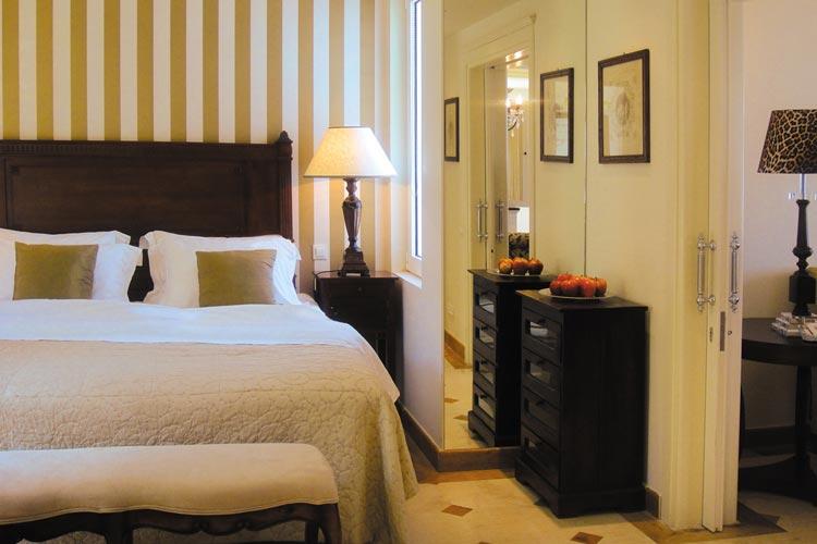 Luxury Senior Suite. Bedroom - Elounda Gulf Villas & Suites - Elounda