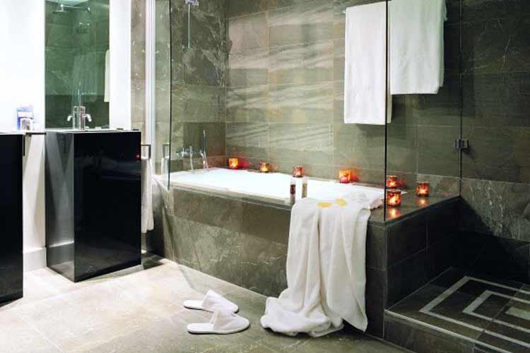 Deluxe Bathroom - Palacio del Bailío - Córdoba