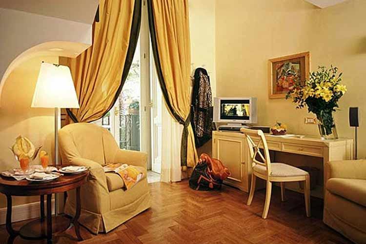 Junior Suite - Hotel Costantinopoli 104 - Neapel