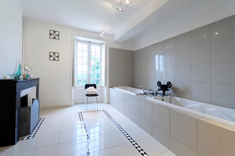 Suite Bathroom - Château de la Couronne - Marthon