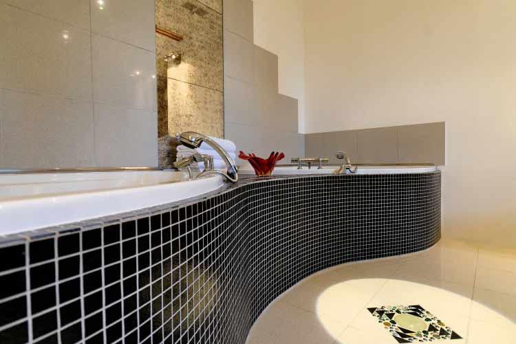 Suite-Bathroom - Château de la Couronne - Marthon