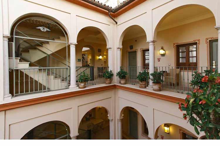 Casa romana hotel boutique h tel boutique s ville for Hotel design seville