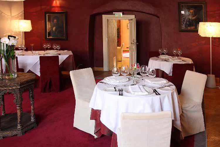 Restaurant - Three Sisters - Tallin