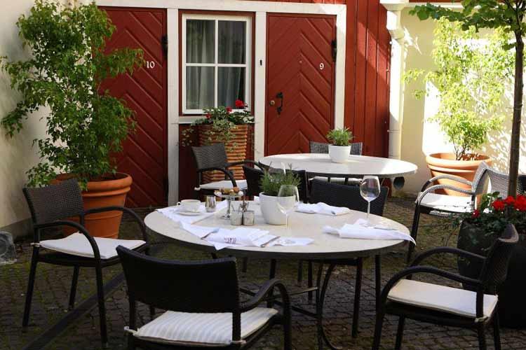 Courtyard - Three Sisters - Tallin