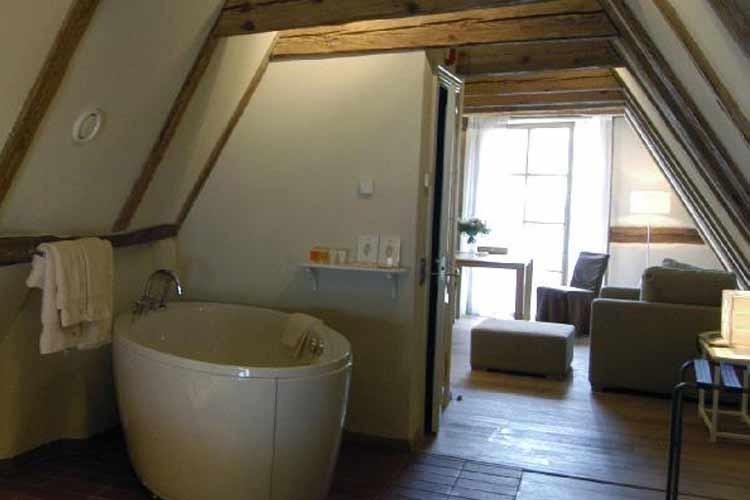 Bathroom - Three Sisters - Tallin