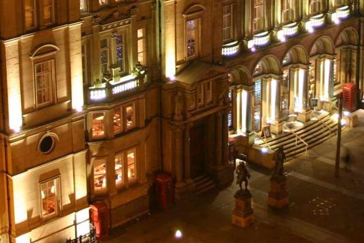 Facade - Quebecs Luxury Apartments - Leeds
