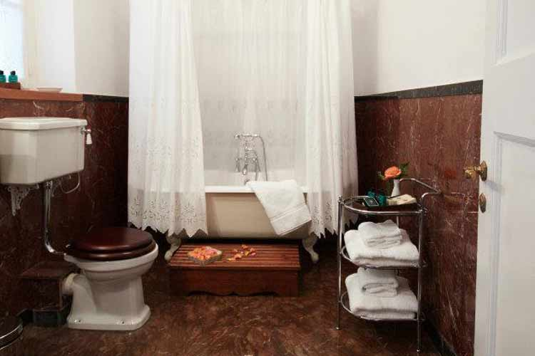 Suite Bathroom - Argentikon Luxury Suites - Kampos