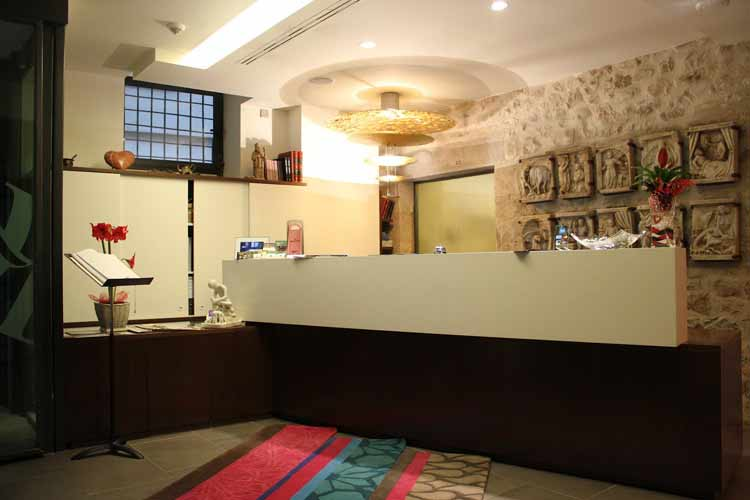 Reception - Hotel Llegendes de Girona Catedral - Girona