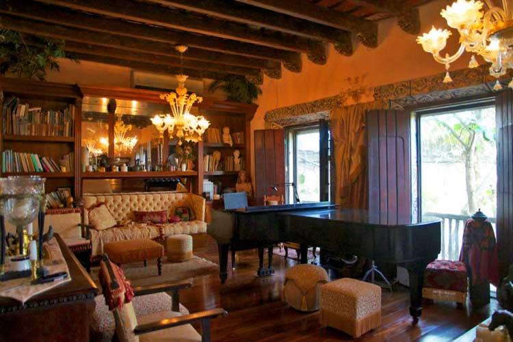 Living Room - The Gallery Inn - San Juan