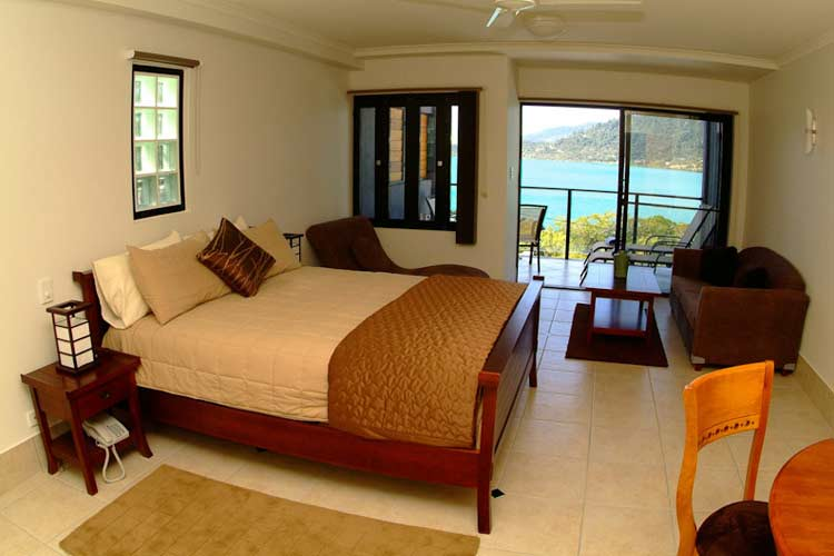 Luxury Spa Suite - at Waterfront Whitsunday Retreat - Airlie Beach