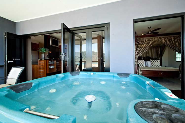 PH Jacuzzi - at Waterfront Whitsunday Retreat - Airlie Beach