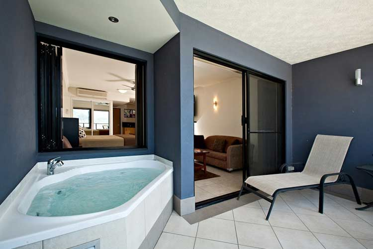 Balcony Spa - at Waterfront Whitsunday Retreat - Airlie Beach