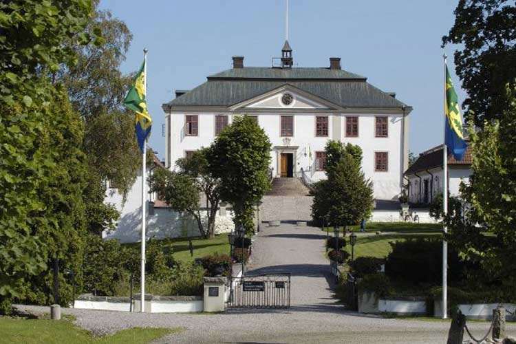 Mauritzbergs slott a boutique hotel in sweden for Great small hotel
