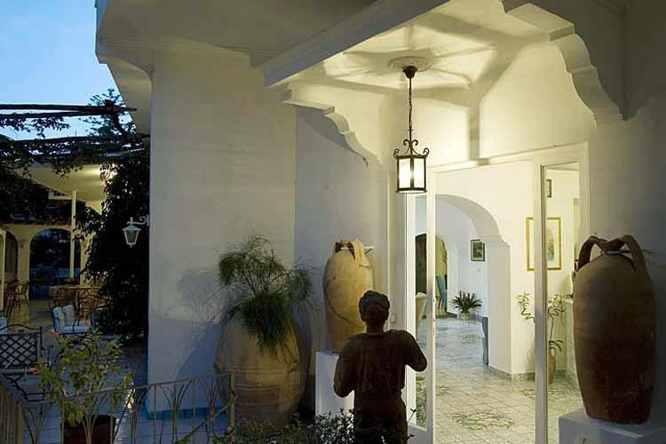 Courtyard - Albergo Gatto Bianco - Capri, Ischia und Procida