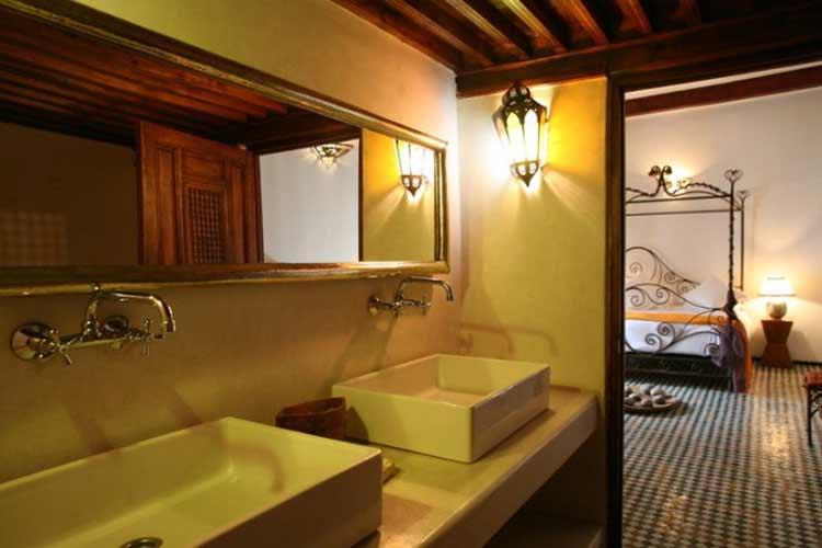 Cream Suite Bathroom - Riad Laaroussa - Fes