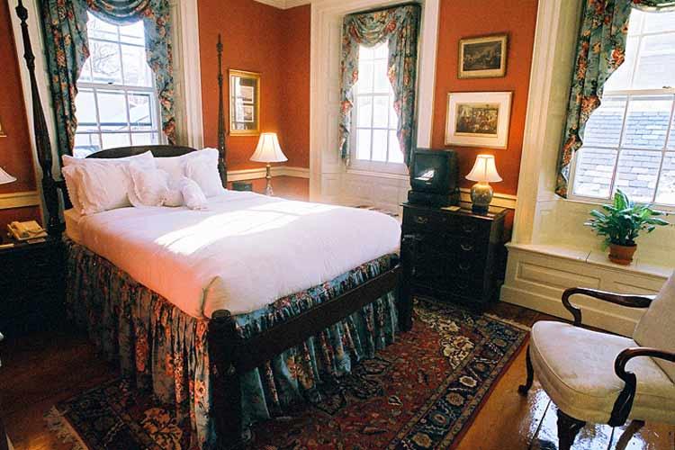 Gardenside Double Room - The Francis Malbone House - Newport