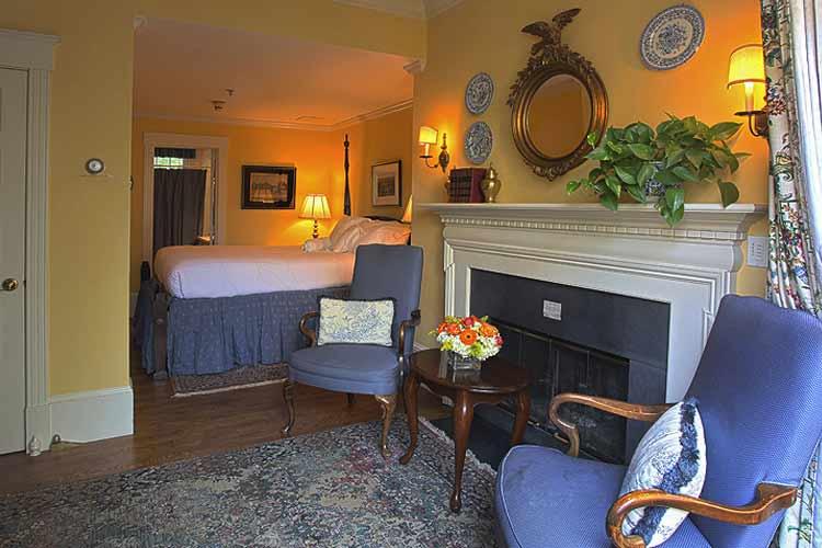 Courtyard Double Room - The Francis Malbone House - Newport