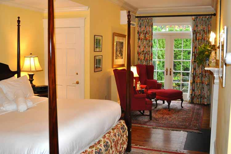 Courtyard Suite - The Francis Malbone House - Newport