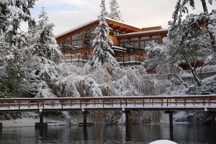 Facade in Winter - Brentwood Bay Lodge and Spa - Victoria