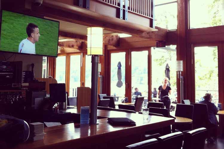 Bar - Brentwood Bay Lodge and Spa - Victoria