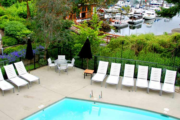 Swimming Pool - Brentwood Bay Lodge and Spa - Victoria
