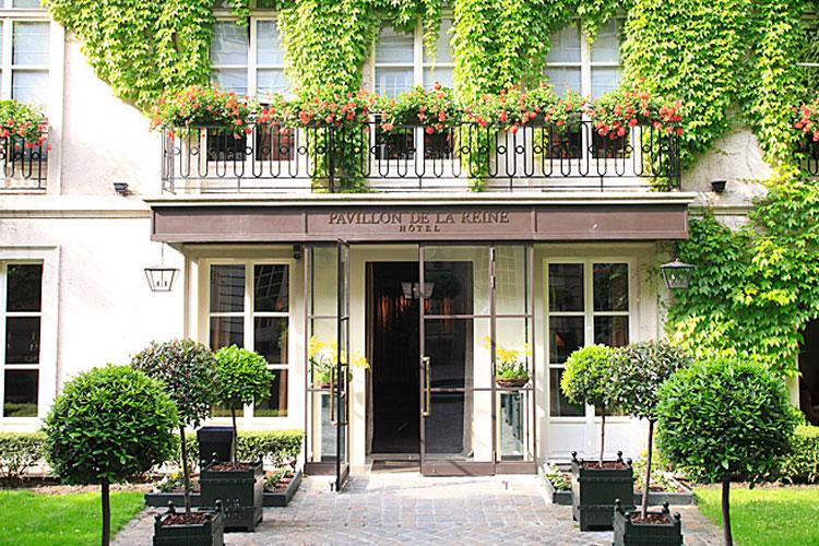 Le pavillon de la reine a boutique hotel in paris for Hotel design 75003