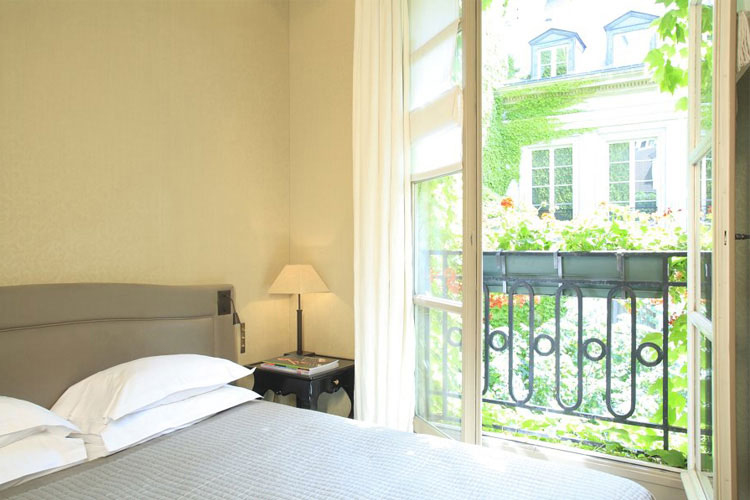 Superior Double Room - Le Pavillon De la Reine - Paris