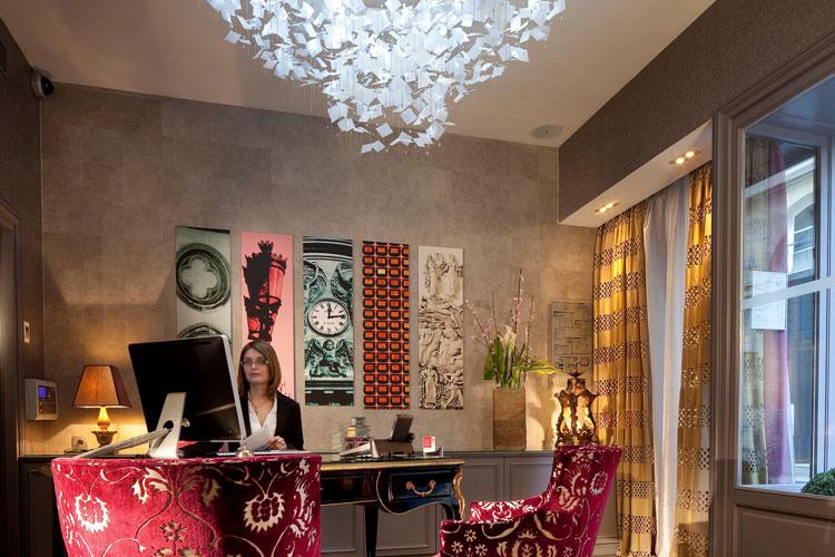 Front Desk - Hotel Le Petit Paris - Paris