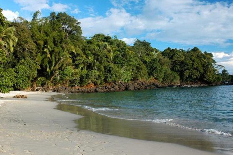 Beach - Hotel Plaza Yara - Quepos