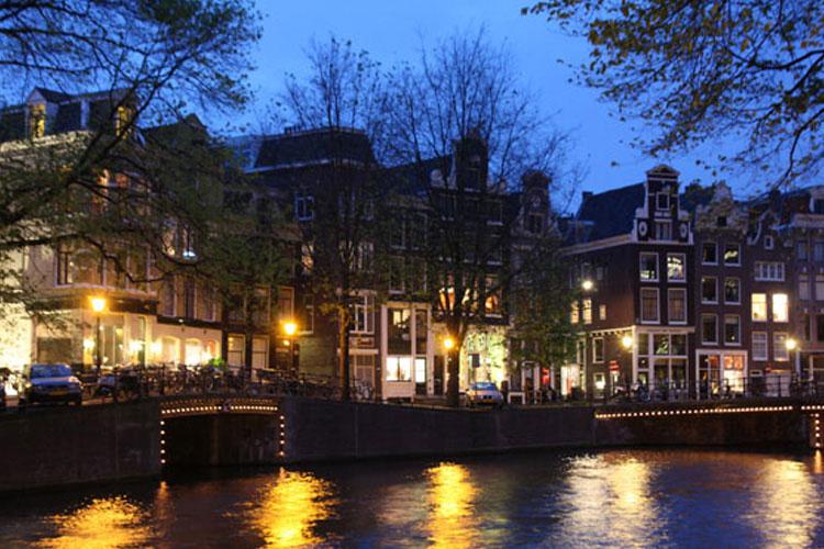 Views at Night - Kamer 01 - Amsterdam
