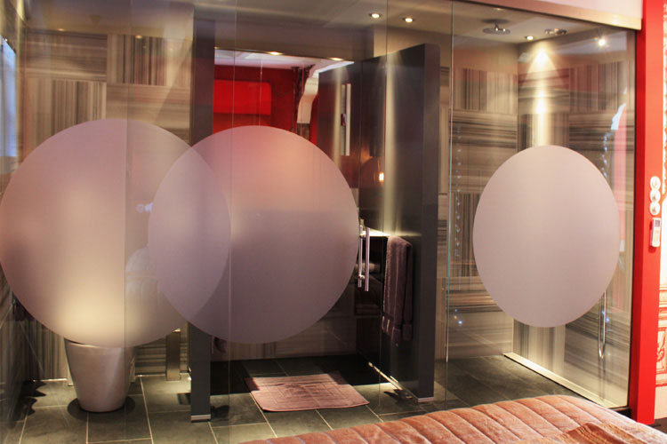 Red Bathroom - Kamer 01 - Amsterdam