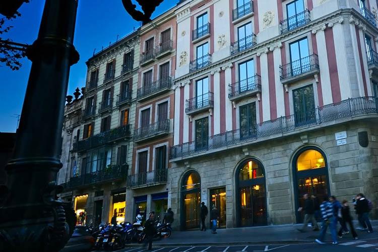 Facade - Hotel Bagués - Barcelona