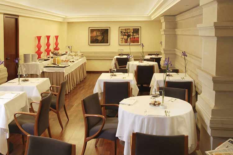 Breakfast  Room - Gran Derby Hotel - Barcelona
