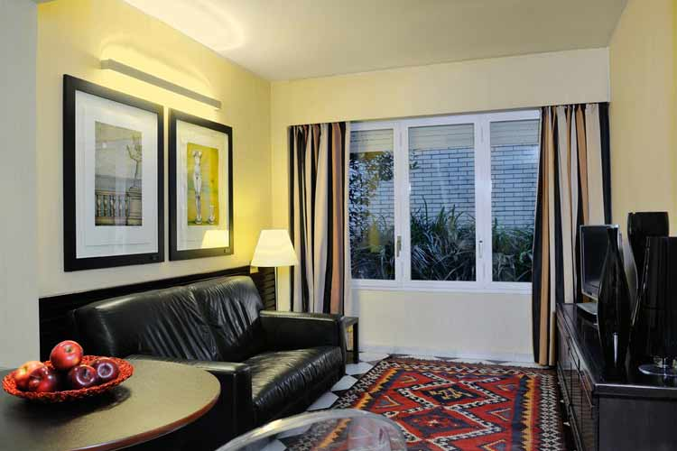 Standard Room Living - Gran Derby Hotel - Barcelona