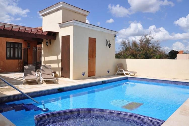 Swimming Pool - Boutique Hotel Palacio - Santo Domingo