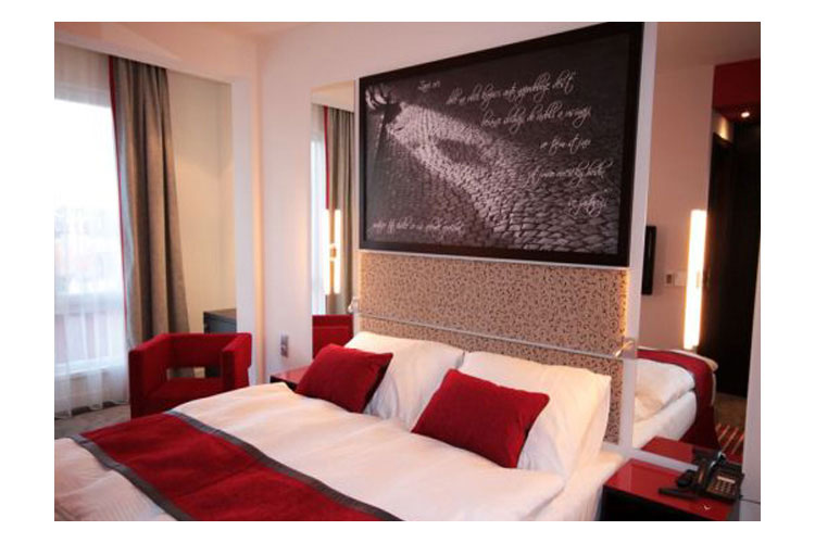 Red blue design hotel prague a boutique hotel in prague for Design hotel prag