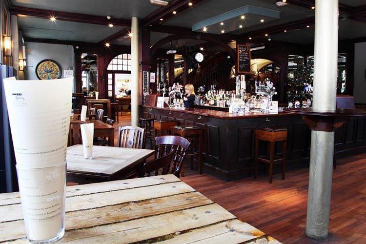 Bar - The Alma Wandsworth - Londres