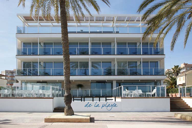 Hotel de la playa un hotel boutique en valencia for Hotel familiar valencia playa